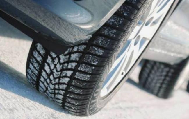 """В """"Укравтодорі"""" водіям нагадали про необхідність змінити шини"""