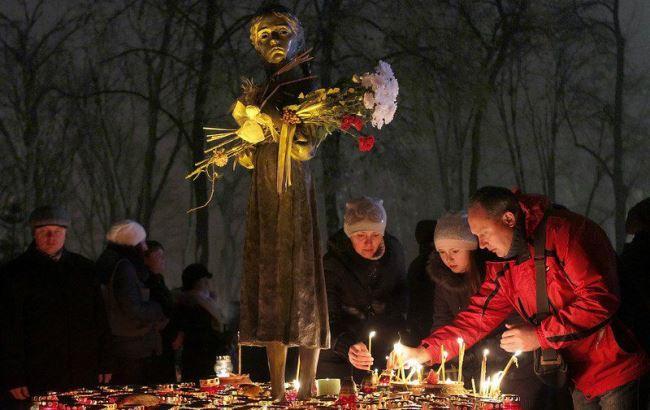 Фото: Українці вшановують пам'ять жертв Голодомору 1932-1933 років (LB.ua)