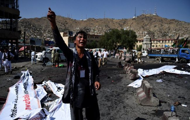 Фото: у Кабулі зростає кількість жертв потрійного вибуху