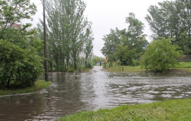 Фото: у Черкасах через дощ повністю паралізований рух електротранспорту