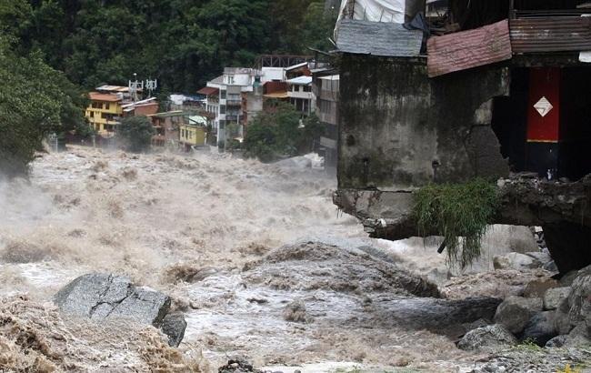 В разных уголках Земли происходят масштабные наводнения