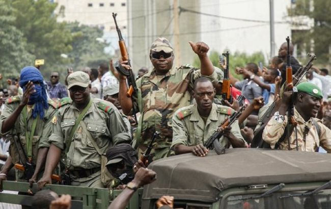 Військові в Малі закрили кордони і ввели комендантську годину