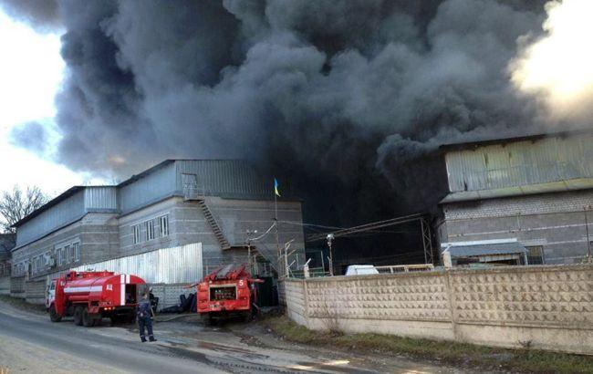 Під Дніпром горить завод пластмасових виробів