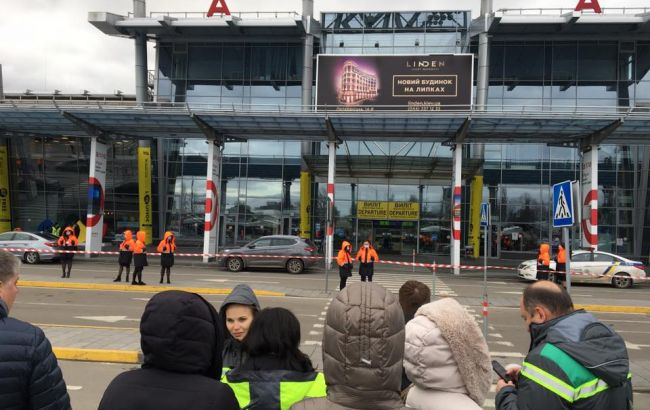 """З аеропорту """"Київ"""" евакуюють пасажирів"""