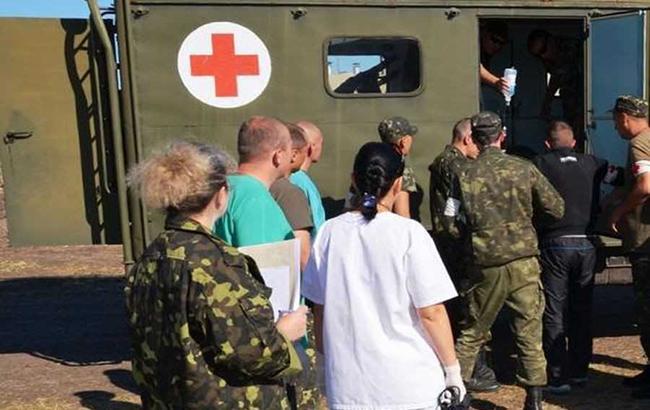 В результате обстрела Торецка поврежден центр реабилитации, проводится эвакуация