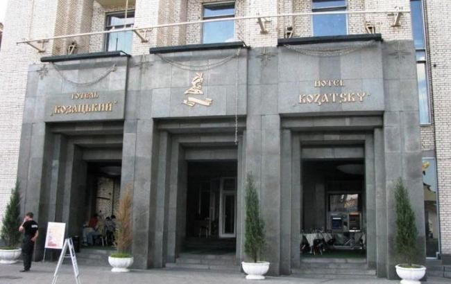"""Міноборони: протестувальники покинуть готель """"Козацький"""" в 16:00"""