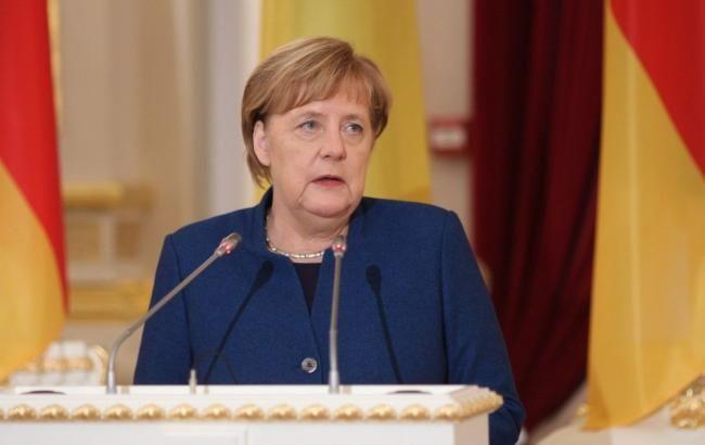 Меркель відкинула пропозицію США направити кораблі в Керченську протоку