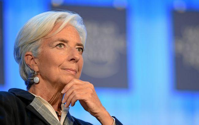 МВФ считает стоимость доллара завышенной на 10-20%