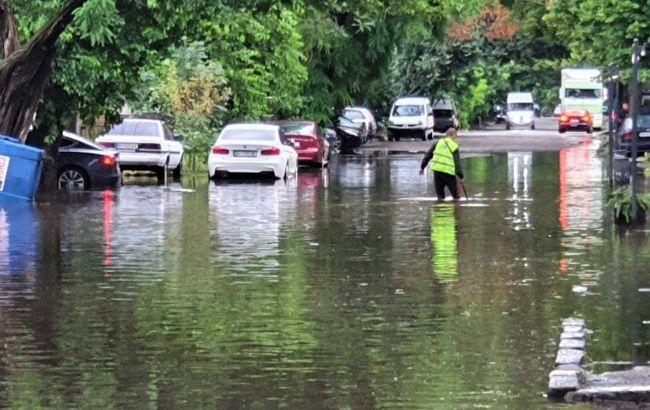 Мощный ливень в Одессе: в работе транспорта произошел сбой