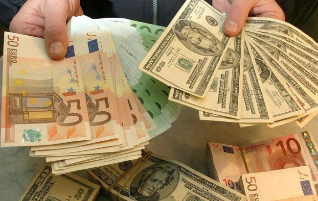 Фото: курс валют на межбанке