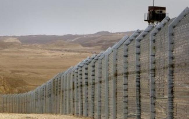 Яценюк принял решение посодействовать Трампу встроительстве стены награнице сМексикой