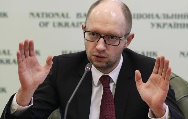 Кабмін пропонує Раді заборонити держслужбовцям бути членами партій