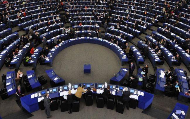 Європарламент вимагає звільнити Савченка і Сенцова