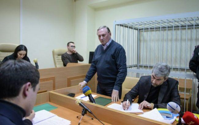 Суд продлил Ефремову срок содержания под залогом на два месяца