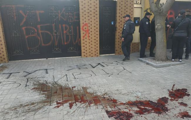 Убийство Гандзюк: активисты провели акции под  домами Мангера и Рищука