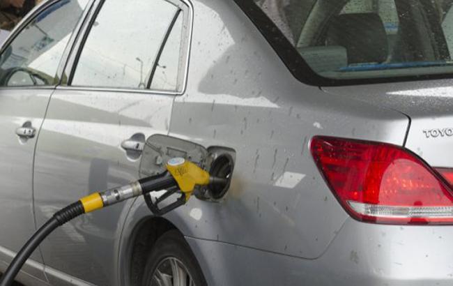 Цены на АЗС в Киеве за сутки в среднем выросли на 5 копеек