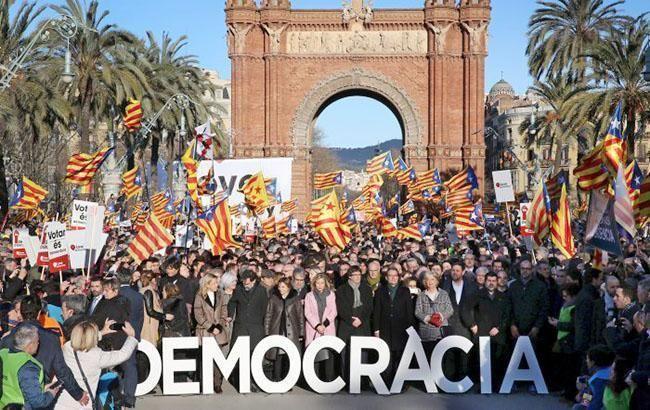 Испанская милиция опечатала 1300 избирательных участков вКаталонии