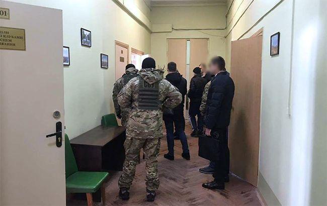 Правоохранители проводят обыски в Харьковском горсовете