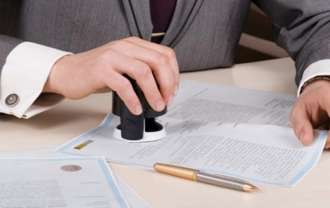Набув чинності закон про скасування використання печаток на офіційних документах