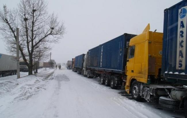 УКиєві через снігопад обмежено в'їзд фур