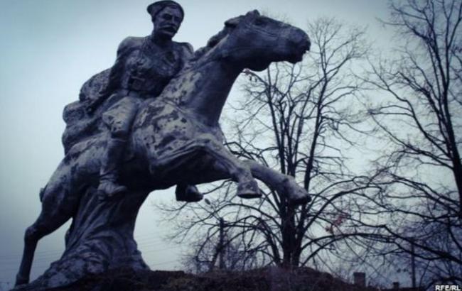 Фото: Памятник Чапаеву (nv.ua)