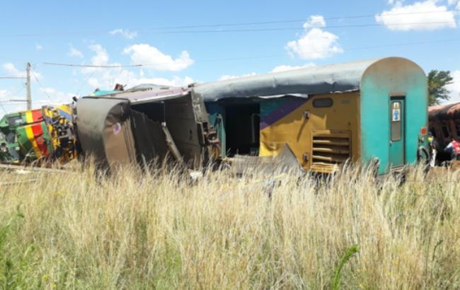 В ЮАР поезд врезался в грузовик, есть погибшие