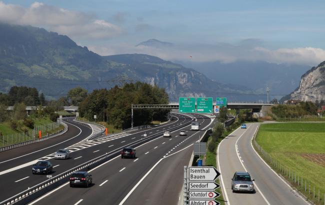 Фото: у Німеччині ввели плату за проїзд по дорогах федерального значення