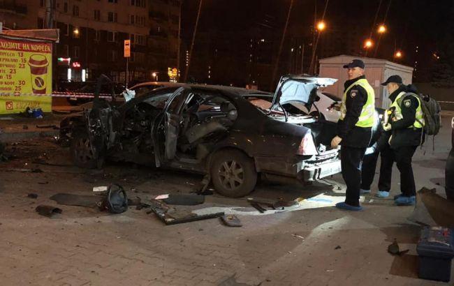 В Киеве на парковке произошел взрыв, есть пострадавший