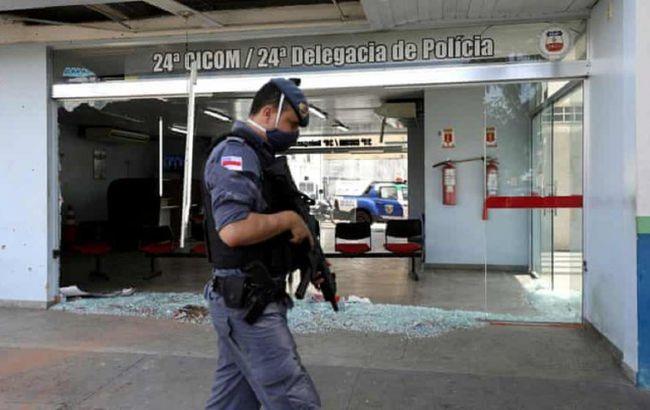 У Бразилії банди наркоторговців паралізували місто після вбивства свого лідера
