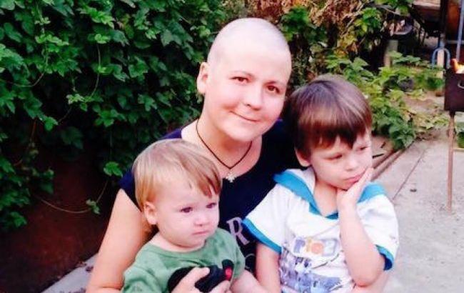 Молодая мать двоих детей нуждается в помощи для лечения рака