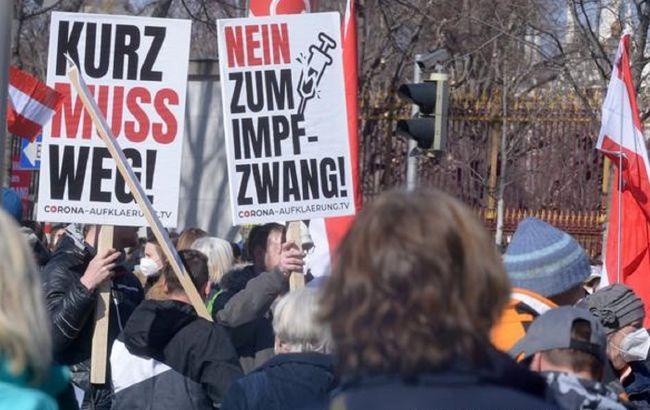 В Австрии тысячи людей вышли на митинг против карантина