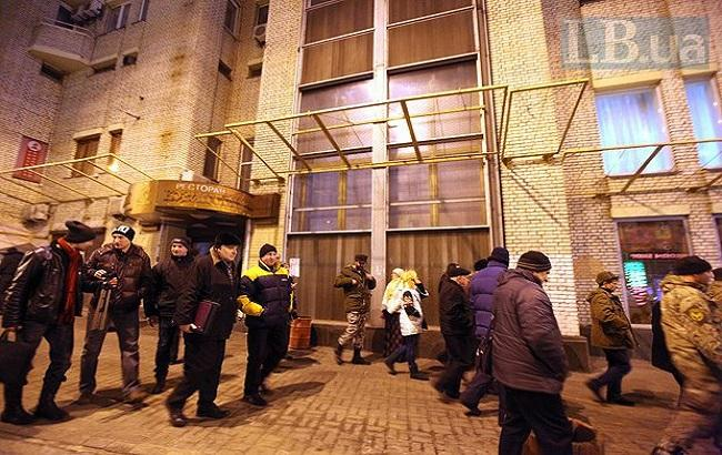 """Активісти покинули готель """"Козацький"""" на Майдані"""