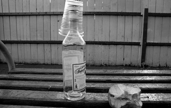 В Донецкой области парень отравил несовершеннолетнего алкоголем