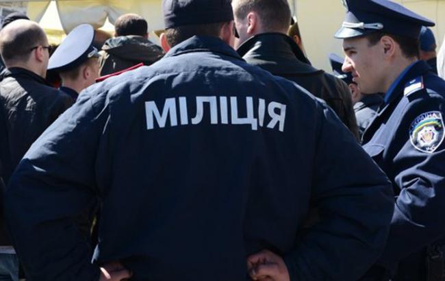 Під Кабміном затриманий мітингувальник через підпал шин
