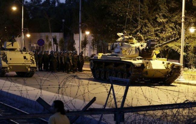 Фото: в Турции выдали орден на арест 44 чиновников, подозреваемых в причастности к военному перевороту