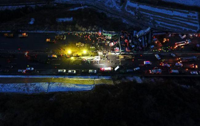 Фото: у ДТП в Китаї зіткнулися 57 автомобілів