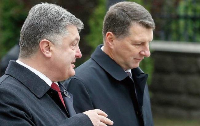 Фото: Петр Порошенко и Раймондс Вейонис