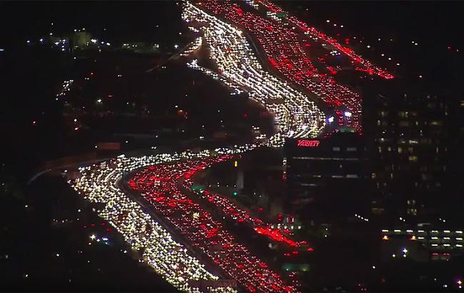 Фото: Пробка в Лос-Анджелесе на День благодарения (скриншот видео)