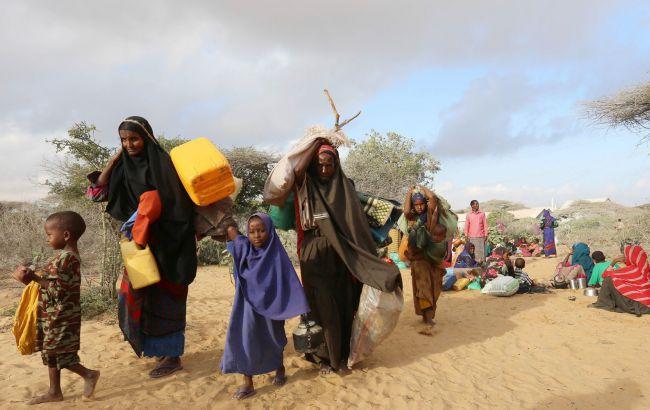Фото: голод викликав масове переселення сотень сімей в Сомалі