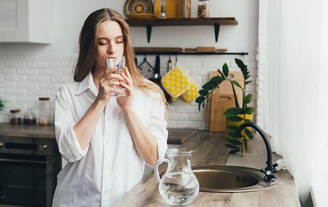 Вода натощак может быть опасна: какой напиток может привести к раку