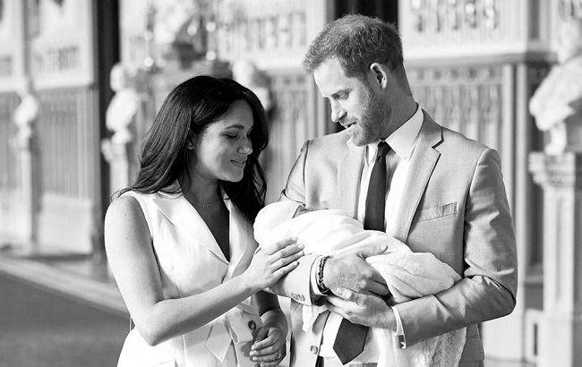 Який же він милий! Меган Маркл і принц Гаррі показали нове фото сина Арчі