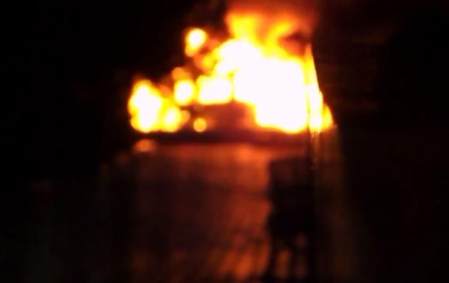 У Сватове горять склади з боєприпасами, через детонацію чутні вибухи