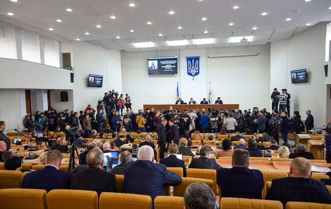 Последствия самоубийства Волошина: Как сессию николаевского облсовета сорвали активисты, требуя отстранения главы ОГА