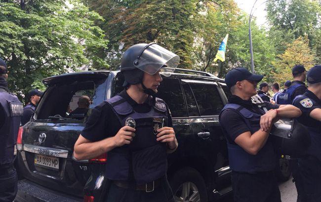 Зіткнення під Радою: поліція затримала чоловіка, який намагався вдарити нардепа