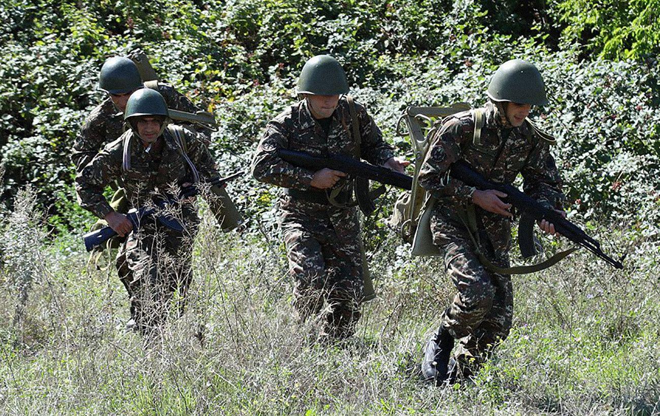 Третий день боев между Арменией и Азербайджаном: что сейчас известно