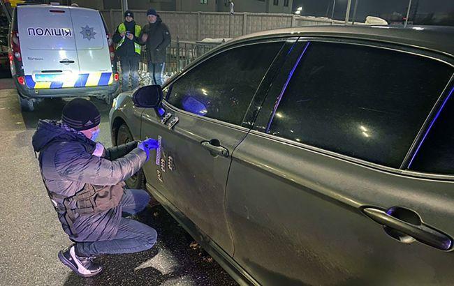 В Киеве на Оболони обстреляли авто: к задержанию нападавших подключили спецназ