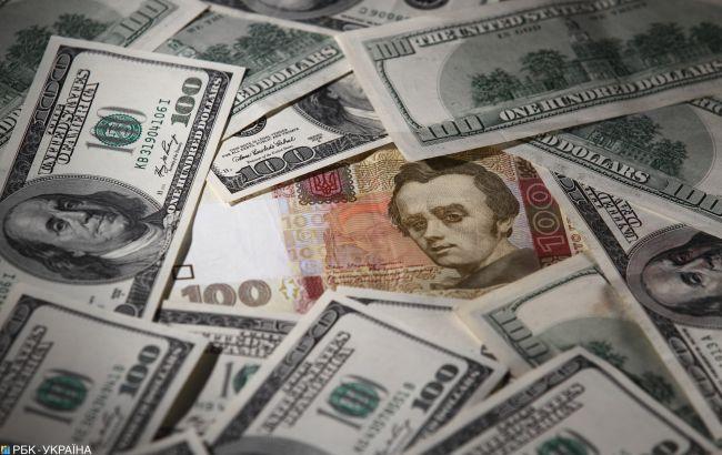 Курс доллара растет второй день подряд и приблизился к уровню 28 гривен