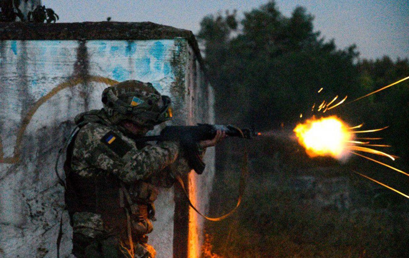 В результате вечерних обстрелов на Донбассе ранены двое военных
