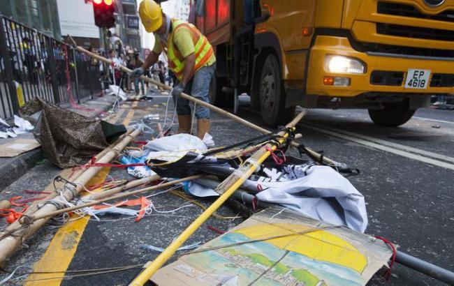 В центре Гонконга начали разбирать баррикады