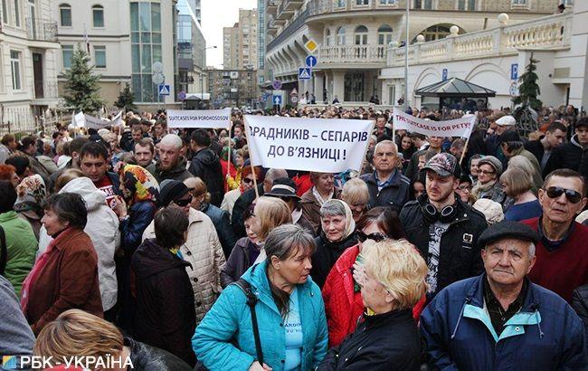Під офісом Зеленського проходить мітинг